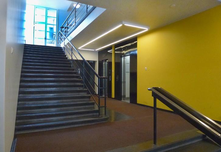 Kalevankatu 4, hissit ja porrashuone