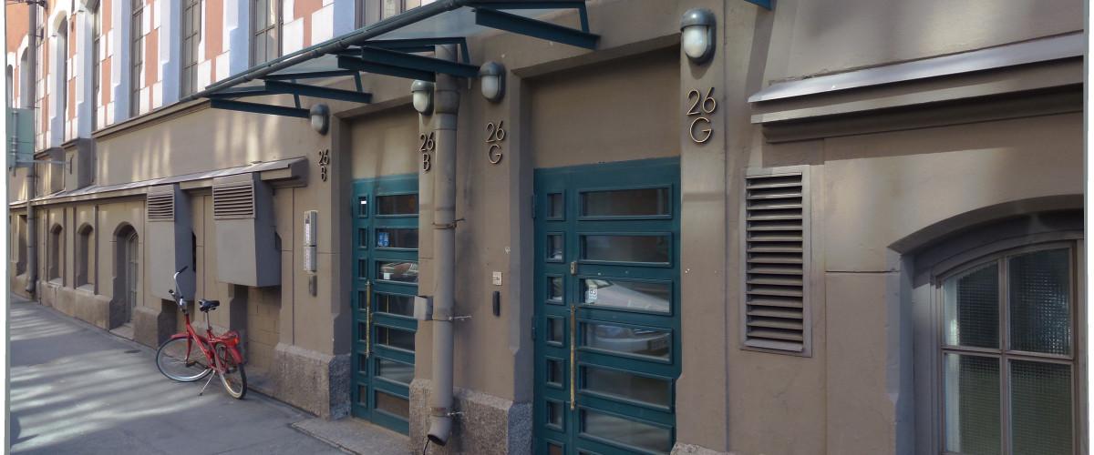 Pursimiehenkatu 26 B, katos ja ovet